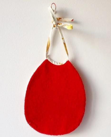 loudenella-bavoir-rouge