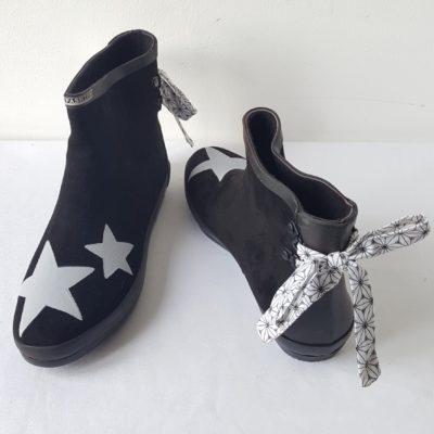 Boots – rose poudré – taupe – rubans toile de Jouy. 65,00€  boots noires  étoiles origami 224b6769b3a0