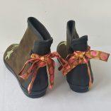 boots kaki étoiles ruban rose vert