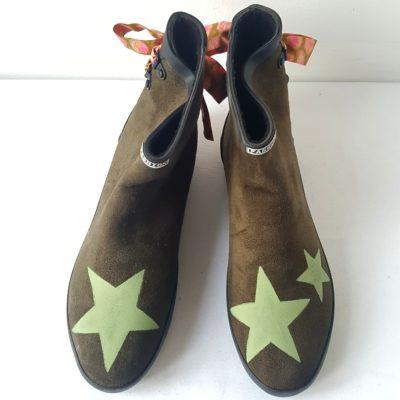 boots kaki étoiles ruban rose vert 2