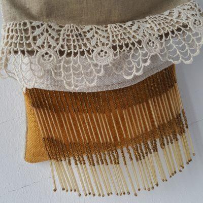 pochette vintage dentelle perles de verre moutarde