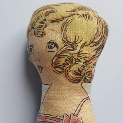 mini doll studieuse 1