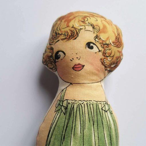 mini doll timide 1