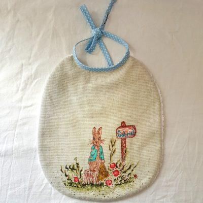 bavoir lapin peint main