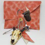 pochette et porte clef cuir corail