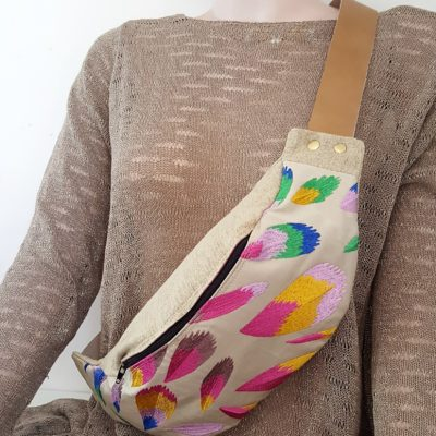 sac banane plumes multicolores